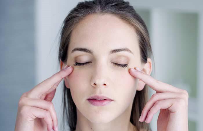 Mát xa là bài tập giúp thư giãn cho mắt